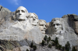 Dean_Franklin_-_06.04.03_Mount_Rushmore_Monument_(by-sa)