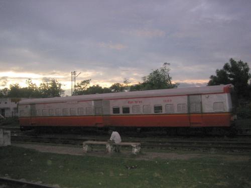 इन्दारा - दोहरी रेल बस
